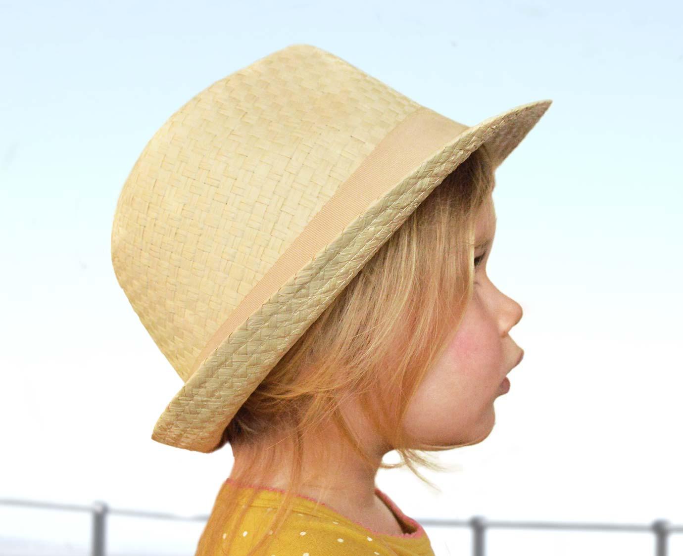 Fedora 'Zand' Maat 18-24 maanden kleur