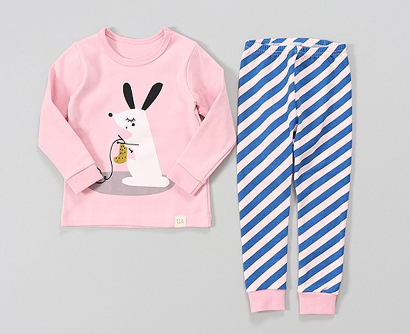 Pyjama 'Knitting Rabbit' kleur