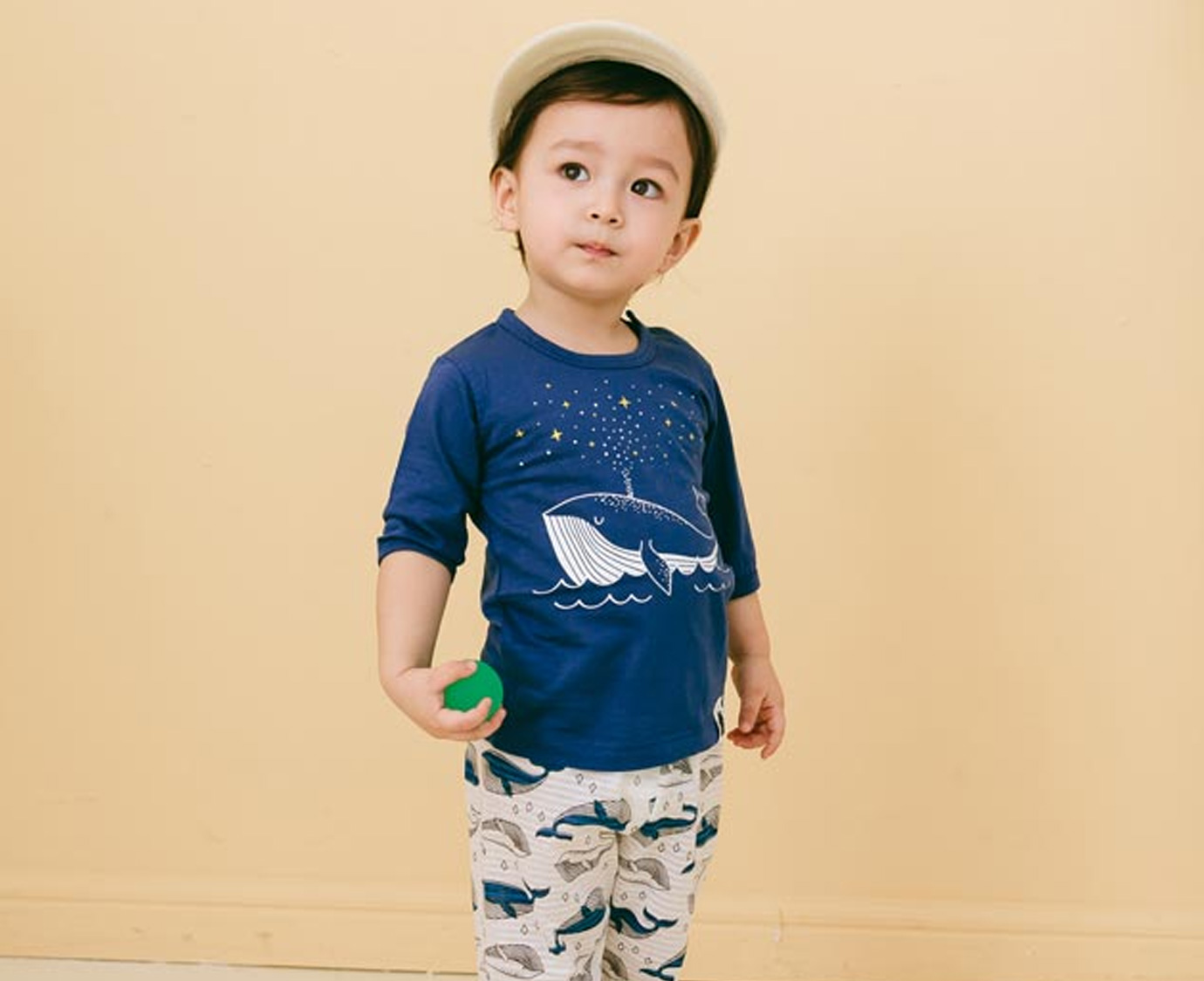 Pyjamasetje 'Sparkling whale' kleur