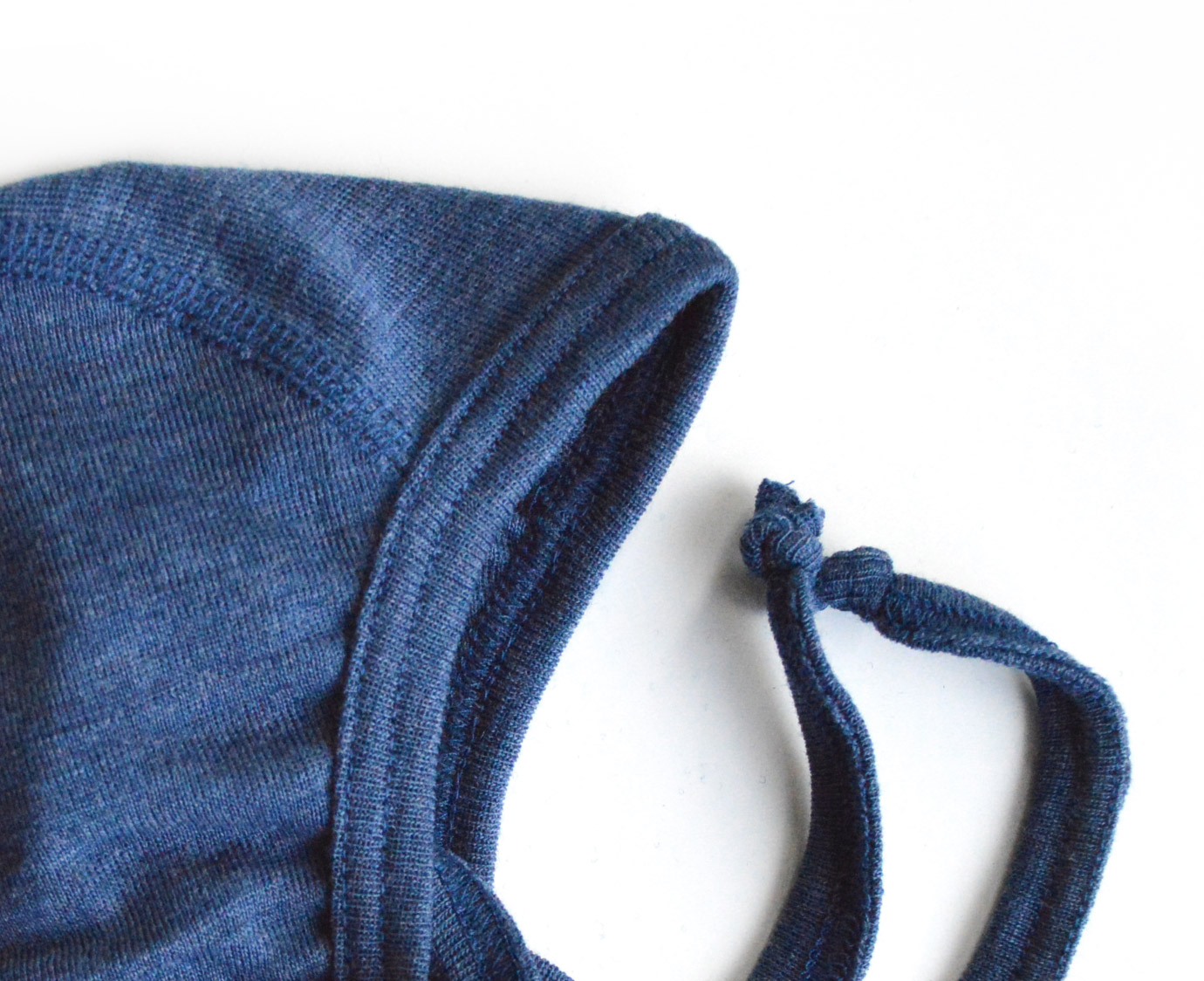 Strikmutsje 'Blauw melange'