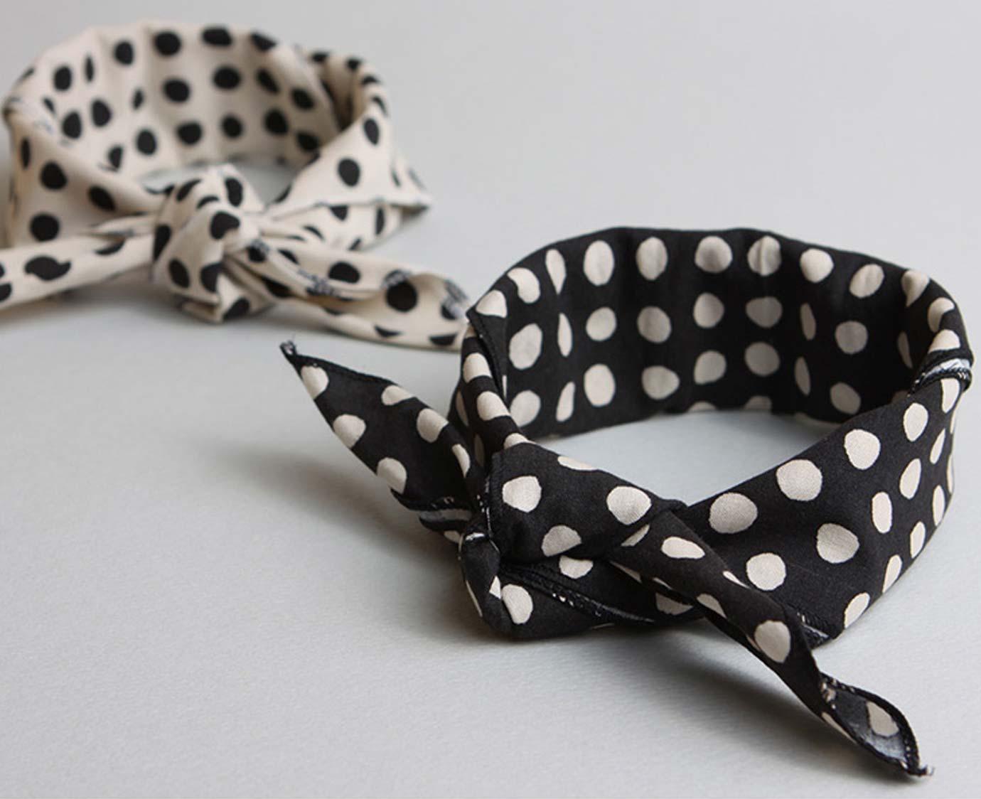 Petit scarf 'Stippen'
